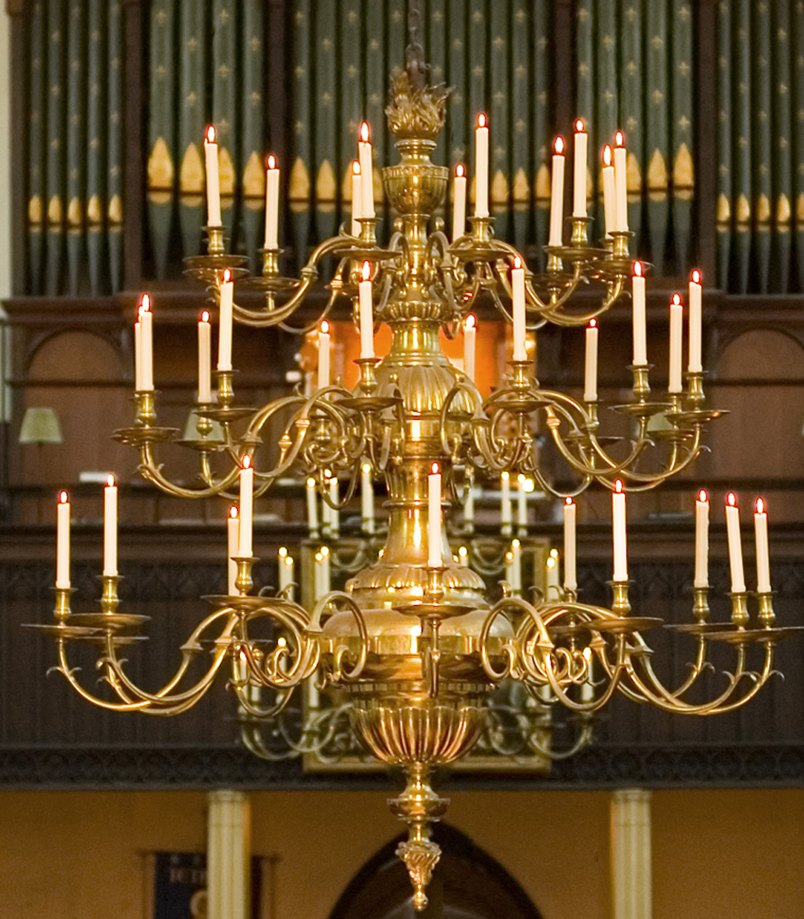 Chandalier above the Nave