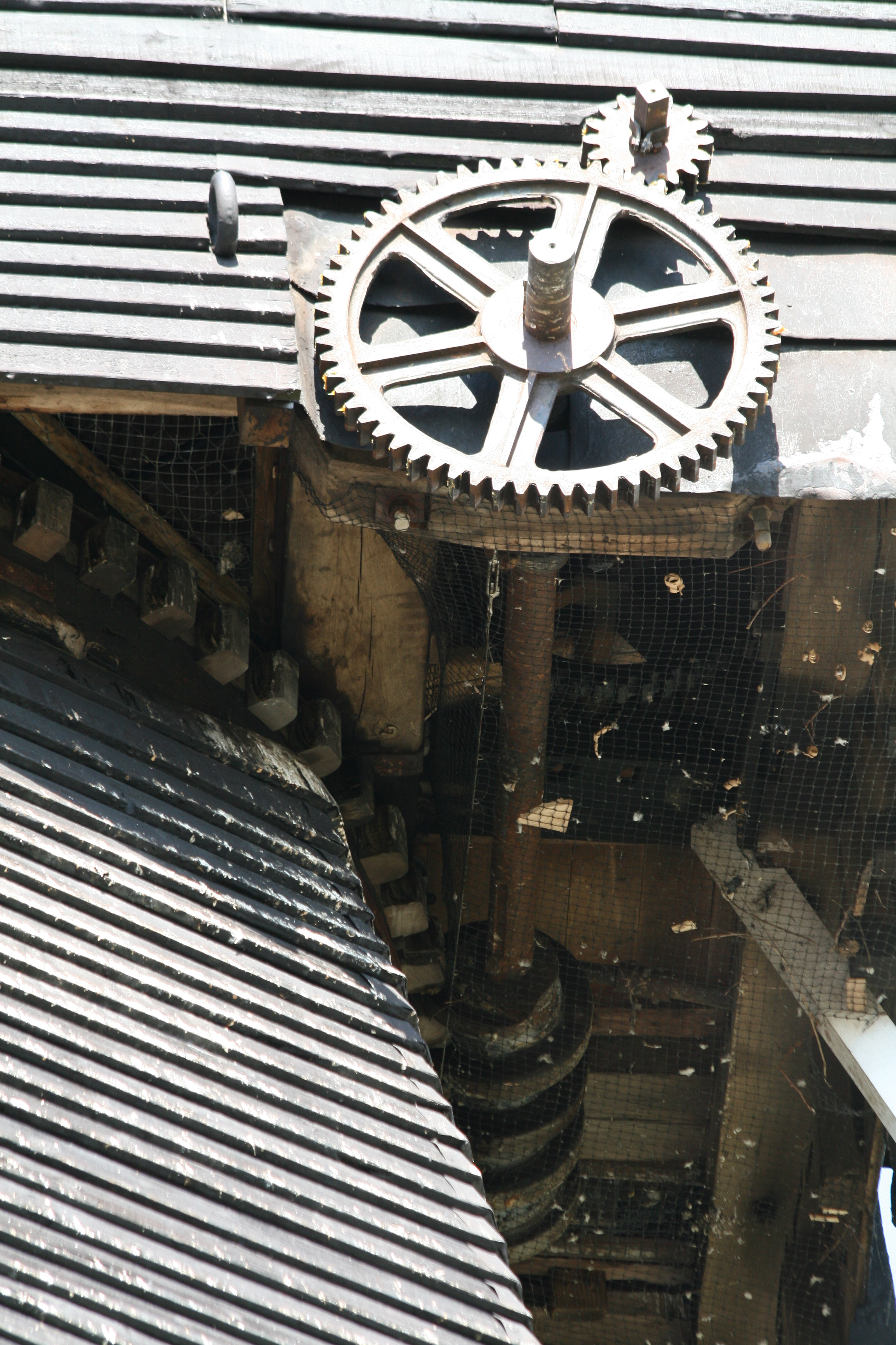 Gear train to worm drive