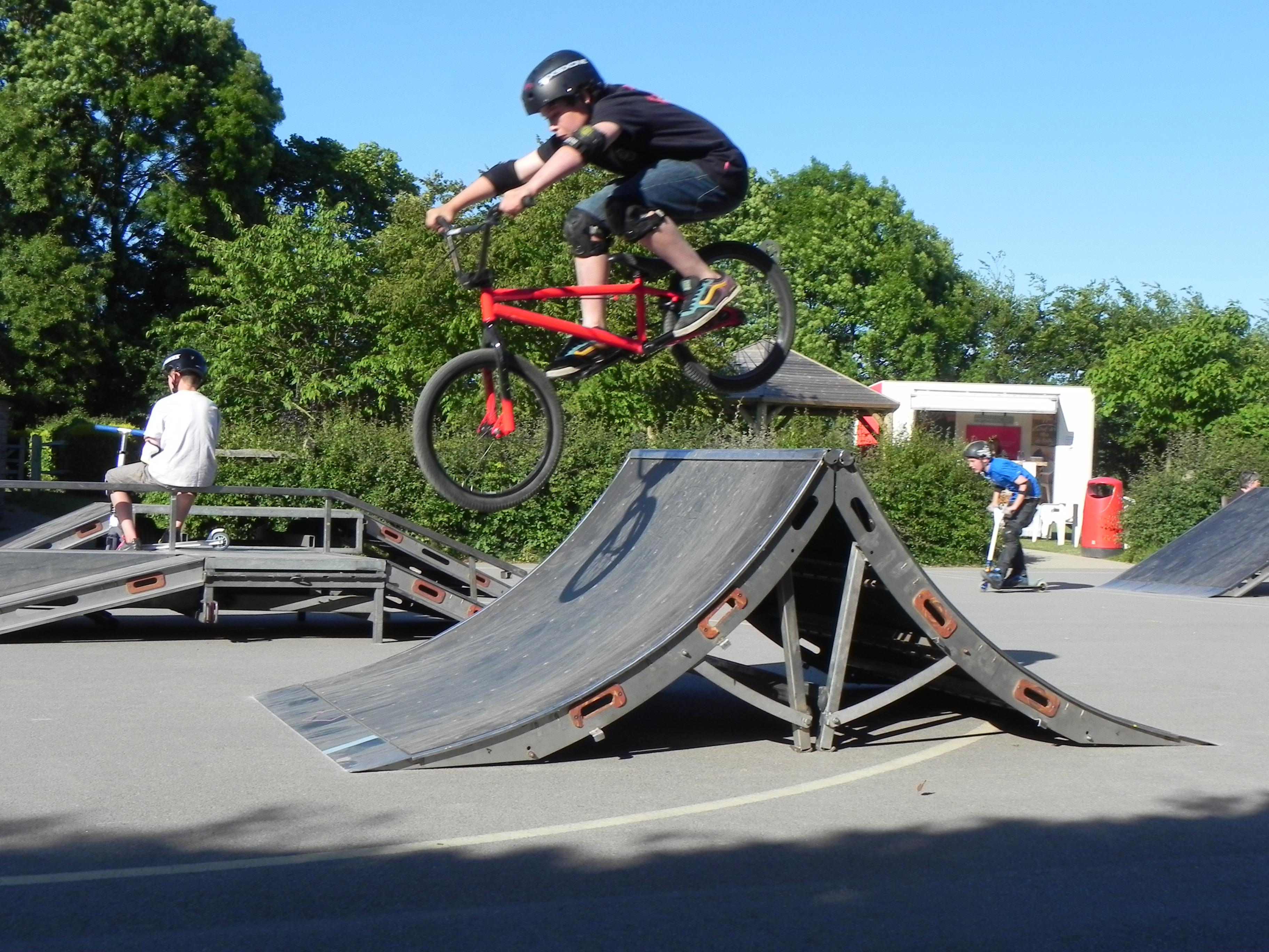 Brockham youth council skate brockham - Skateboard mobel ...