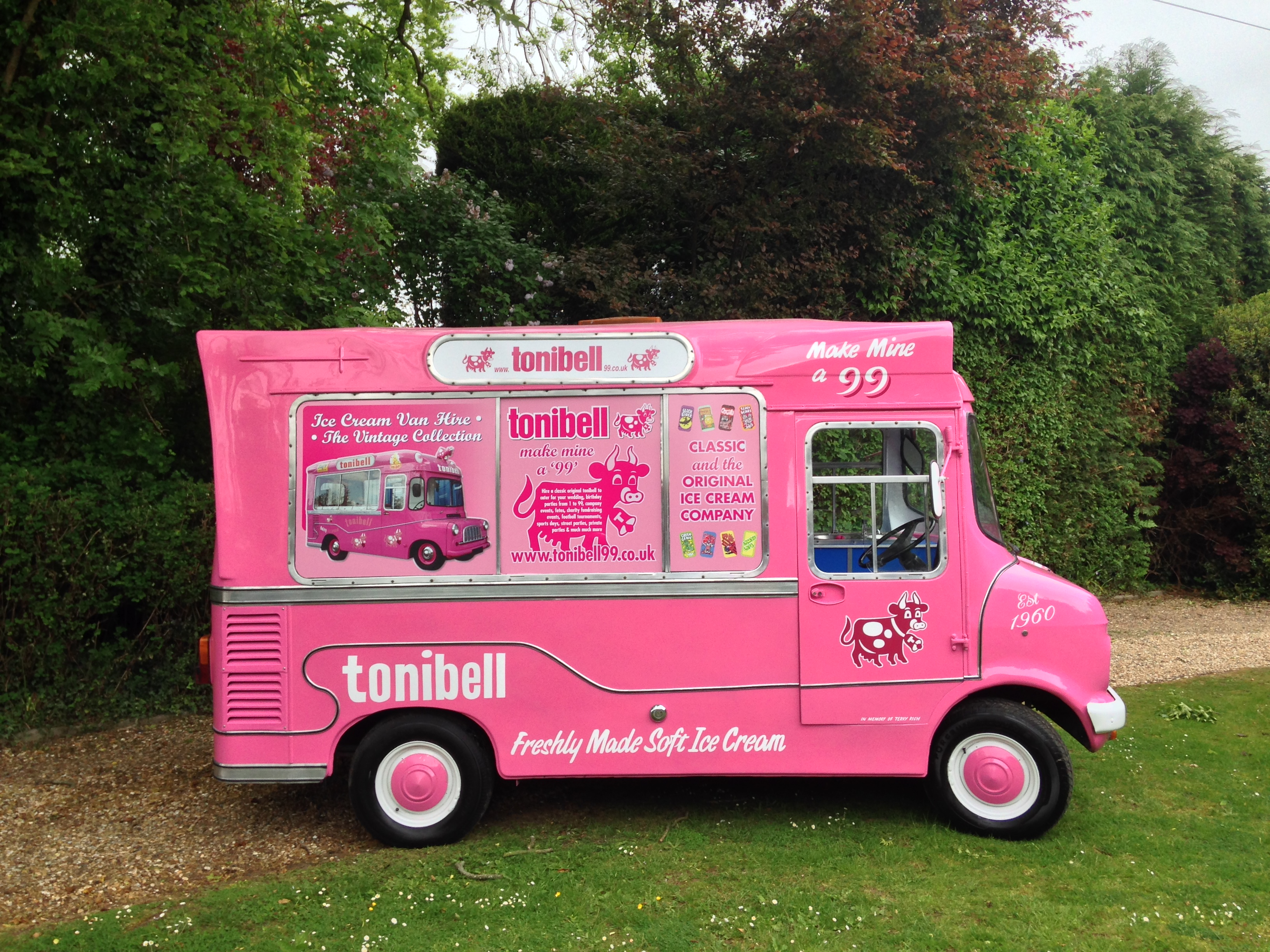 0a6b854b66 Vintage ice cream van hire for your wedding dessert options or wedding  theme